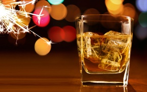 Wallpaper bokeh, whiskey, ice, glass, cubes, sparks