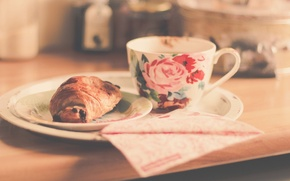 Wallpaper Cup, saucer, croissant