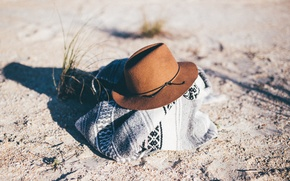 Picture sand, grass, hat