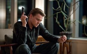 Picture gun, sitting, looks, Beginning, Leonardo DiCaprio, Yula, Inception, Cobb