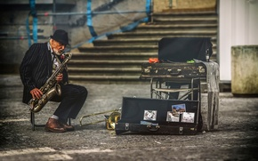 Picture the city, street, Prague, musician, saxophone