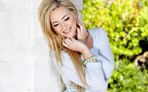 Picture girl, smile, wall, blonde, bracelet, jacket, sophia knight