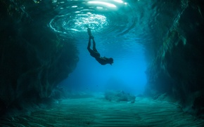Picture the ocean, rocks, people, the bottom, underwater world