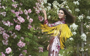 Picture greens, decoration, joy, flowers, smile, model, makeup, garden, dress, brunette, hairstyle, outfit, the bushes, Vogue, …