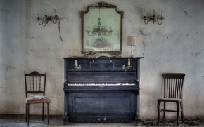 Picture room, chairs, piano
