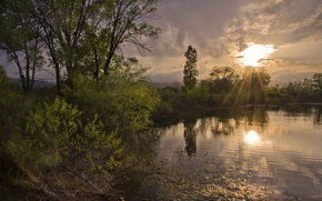 Picture the sun, rays, trees, clouds, lake, calm, the evening