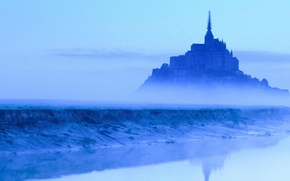 Picture castle, France, the reflection in the water, spire, Mont Saint-Michel, in the fog