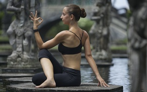 Picture pose, yoga, water fountain