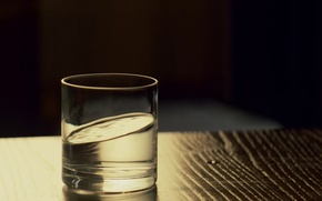 Picture water, glass, beginning, inception, Christopher Nolan
