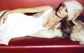 Picture Mischa Barton, actress, white dress, lying on the sofa, white fur