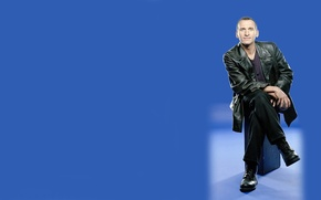 Picture smile, background, shoes, actor, male, Doctor Who, Doctor Who, leather jacket, kozhanka, Christopher Eccleston, Christopher …