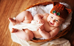 Picture eyes, hat, basket, baby, smiling