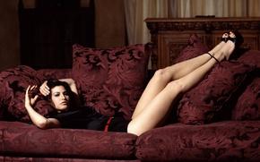 Picture sofa, Gina Gershon, Gina Gershon