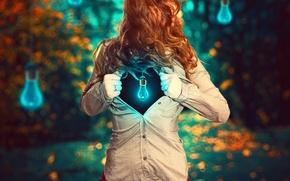 Picture girl, shirt, light bulb