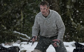 Picture winter, forest, snow, frame, knife, Fight, Liam Neeson, Liam Neeson, The Grey