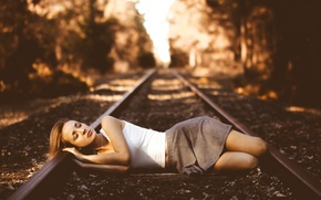 Picture girl, the situation, railroad