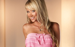 Picture model, in pink, Sara Jean Underwood, Blondie