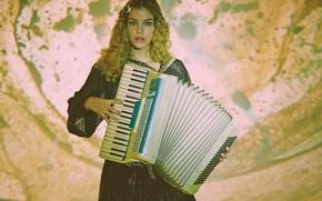 Picture photoshoot, accordion, Barbara Palvin, Malibu