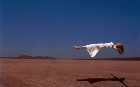 Picture girl, flight, desert