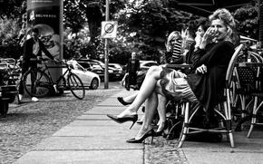 Picture cityscape, enjoying, ladies, urban scene