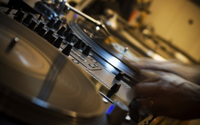 Wallpaper HANDS, MUSIC, SOUND, REGULATORS, REMOTE, RECORDS, BUTTON, HI TECH, DJ, DJ, VINYL