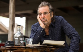 Picture frame, bottle, table, Mehlhorn, Manglehorn, shirt, actor, Al Pacino, glasses, glass, Al Pacino