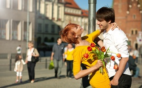 Picture girl, flowers, the city, people, bouquet, positive, post, dress, pair, tulips, red, guy, smile