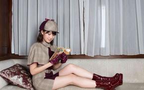 Picture smile, book, sofa, AKB48, Atsuko Maeda, read