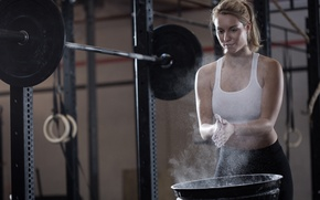 Picture power, female, crossfit, talc