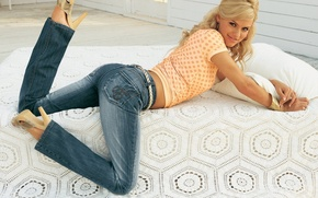 Picture on the bed, in jeans, Blondie
