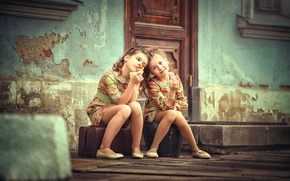 Picture children, girls, the door, sisters