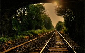Picture road, the sun, rays, trees, rails, arch, iron, tray, sleepers, bridge, gravel