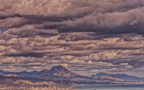 Picture clouds, mountains, the city, Bay