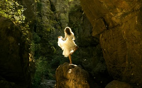 Picture girl, the sun, stone, dress, Lichon, Magical mystery