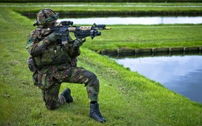 Picture weapons, soldiers, Royal Netherlands Army