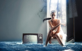Picture girl, the situation, TV, the flood