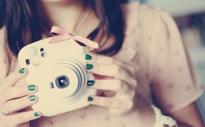 Wallpaper green, the camera, mood, background, lacquer, Wallpaper, pink, brunette, girl, photo, nails, bow