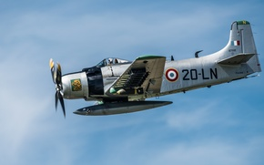 "Picture flight, attack, ""Skyraider"", Douglas A-1D, Skyraider"