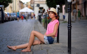 Picture girl, the city, street, shorts, hat