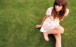 Picture singer, Gabrielle Aplin, songwriter, English Rain
