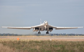 "Picture the rise, strategic, The Tu-160, supersonic, bomber bomber, ""White Swan"""