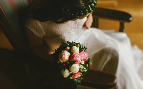 Picture the bride, wedding, bouquet of peonies