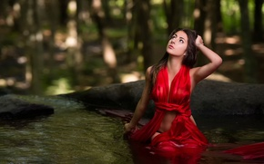 Picture in red, in the water, Caroline