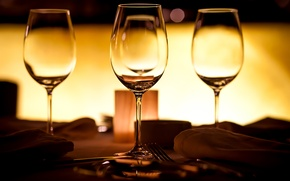 Picture glass, table, glasses, knives, fork, serving, swipe