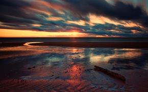 Picture sea, the sun, clouds