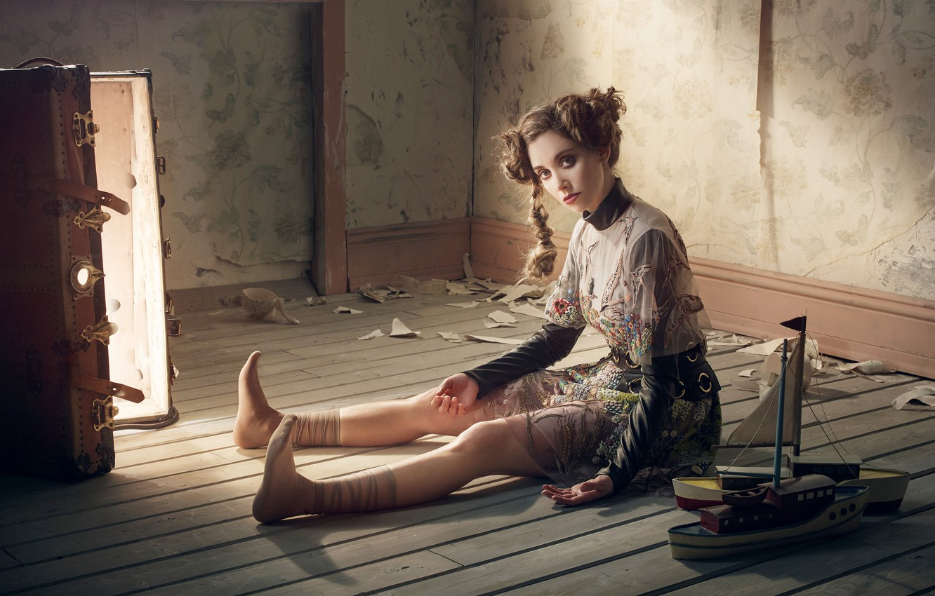 Photo wallpaper light, pose, model, doll, dress, actress, hairstyle, image, suitcase, sitting, on the floor, photoshoot, boats, …