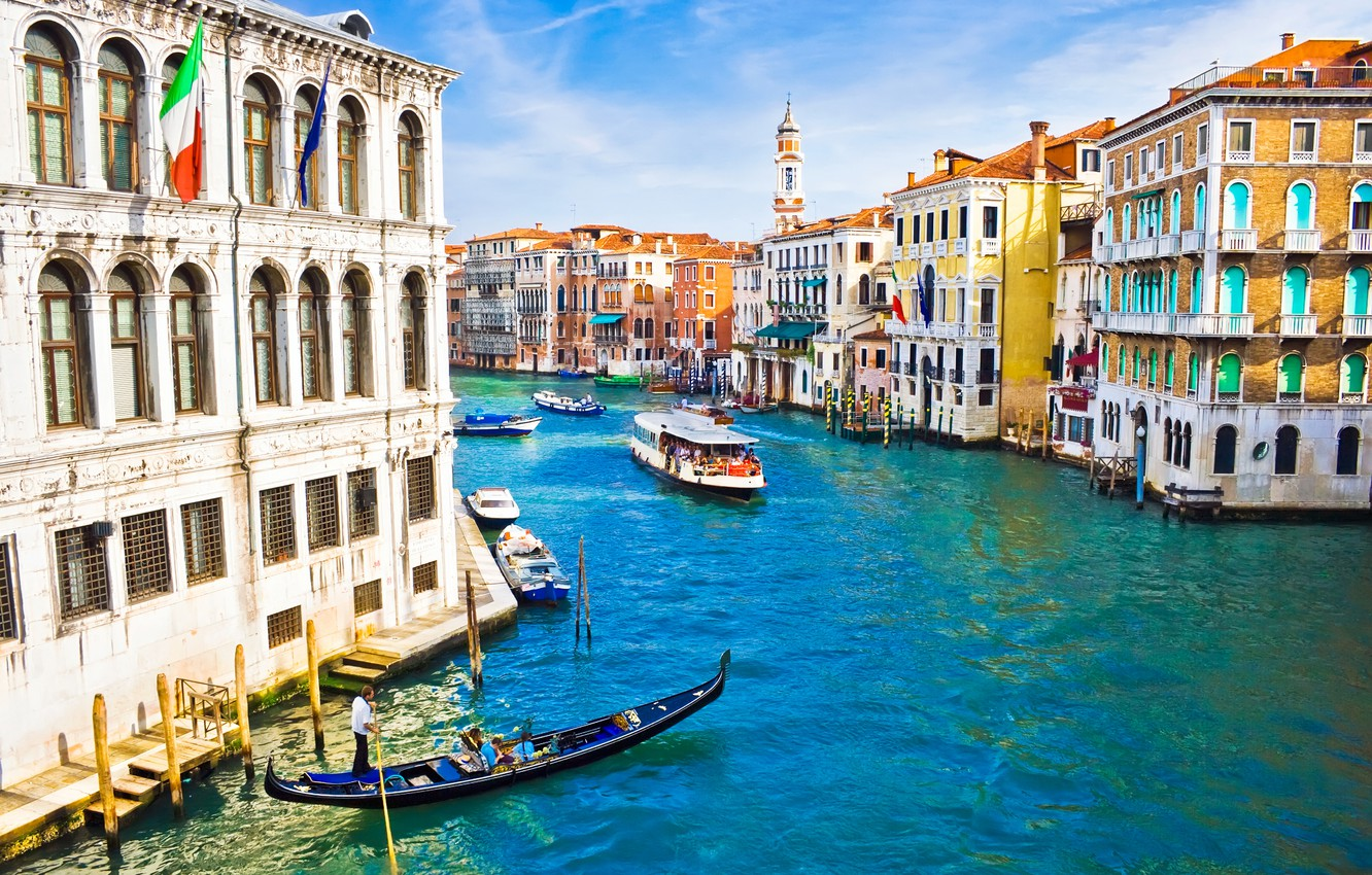 Photo wallpaper people, home, boats, Italy, Venice, channel, flags, architecture, Italy, gondola, Venice