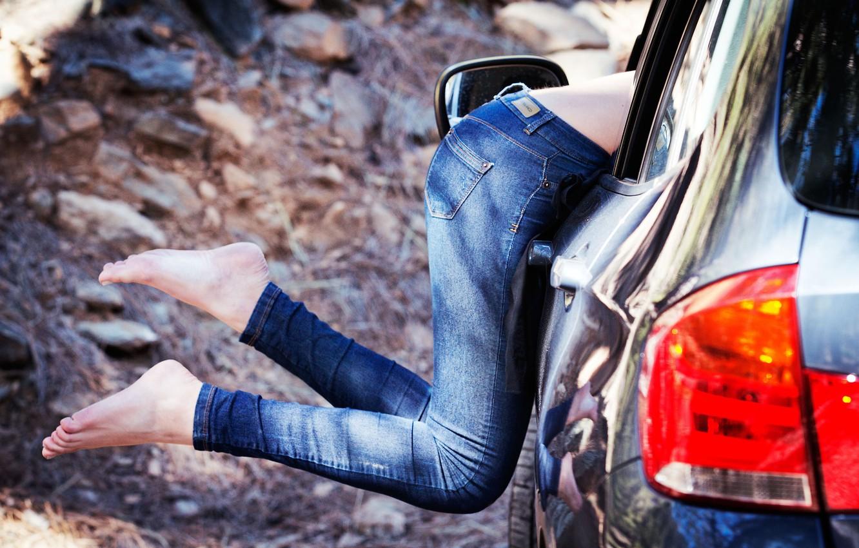 Photo wallpaper auto, girl, feet, jeans
