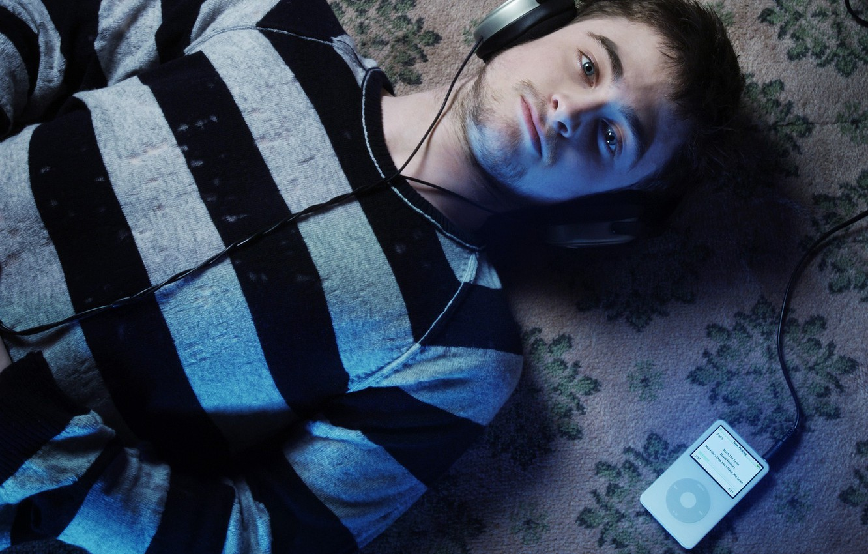 Photo wallpaper music, headphones, player, actor, Daniel Radcliffe, daniel radcliffe