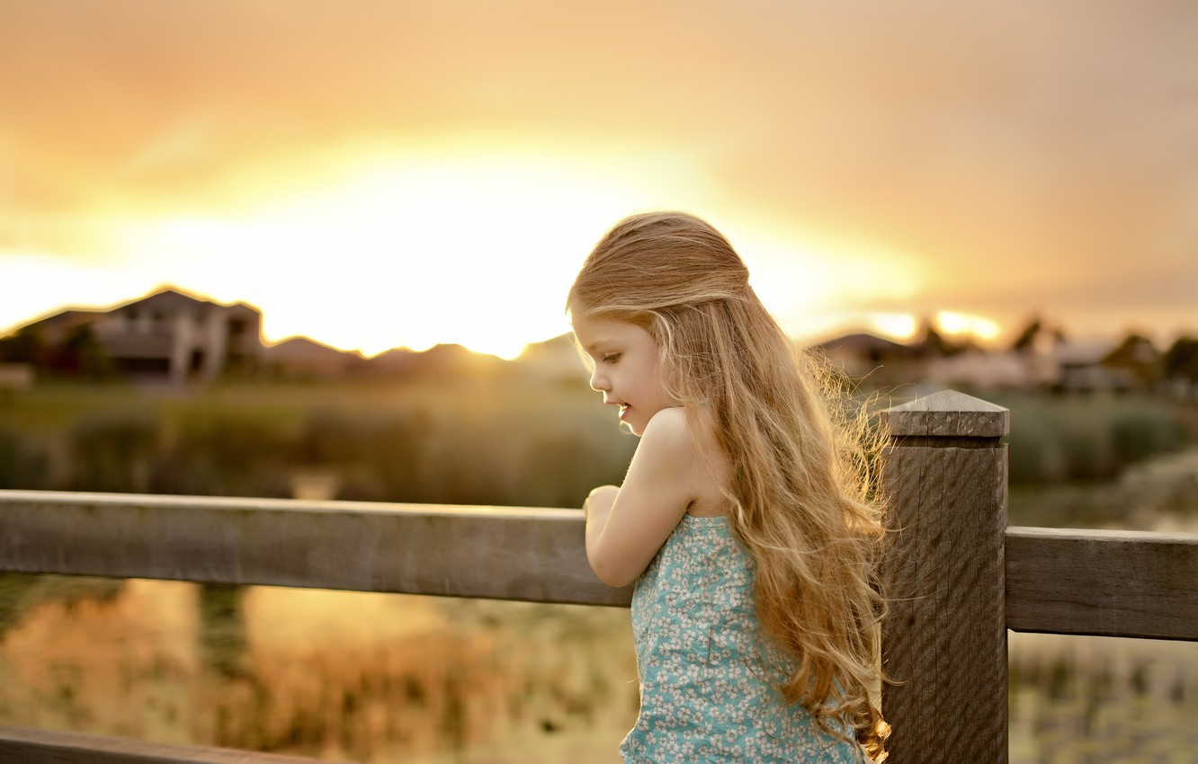 Photo wallpaper nature, children, house, background, movement, widescreen, Wallpaper, mood, the fence, child, plants, the fence, girl, …